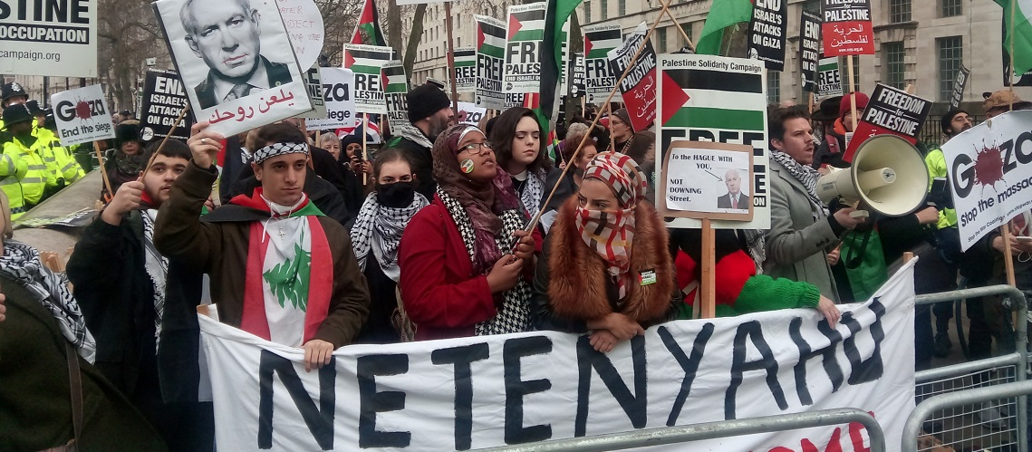 IN PICTURES: Israel supporters and protesters gather outside Downing Street for Netanyahu visit