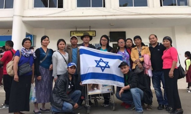 102 members of an Indian-Jewish 'lost tribe' move to Israel