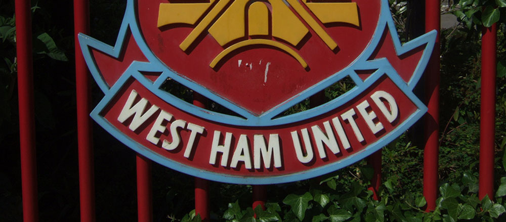 UK: Anti-Semitic chanting before West Ham football match probed