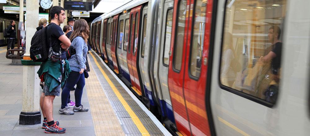 UK: London Tube racist 'banged on Tube window while shouting anti-Semitic abuse'