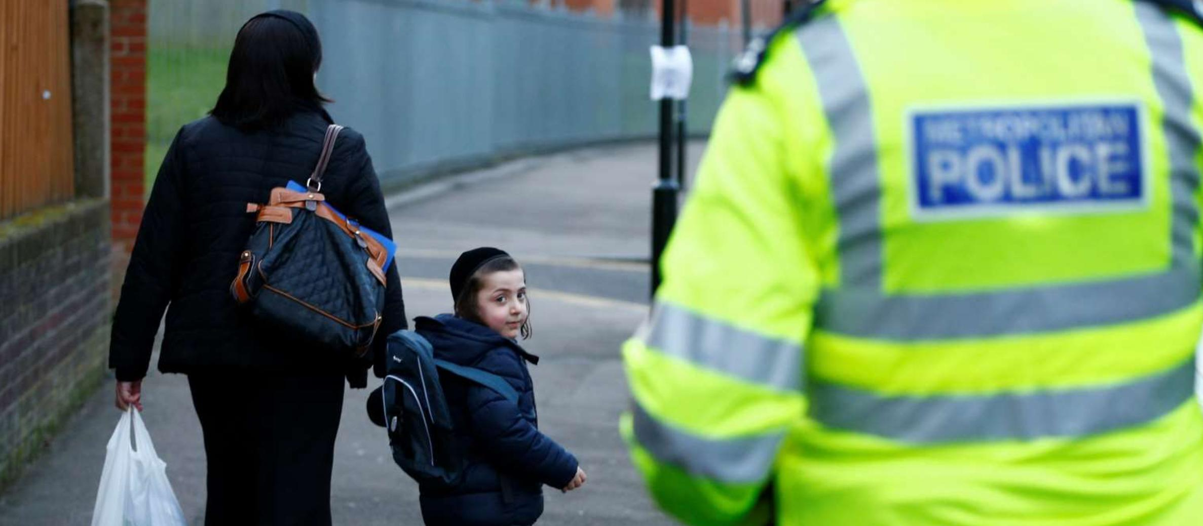 Multiple bomb threats prompt evacuations of Jewish centres and schools across UK and USA