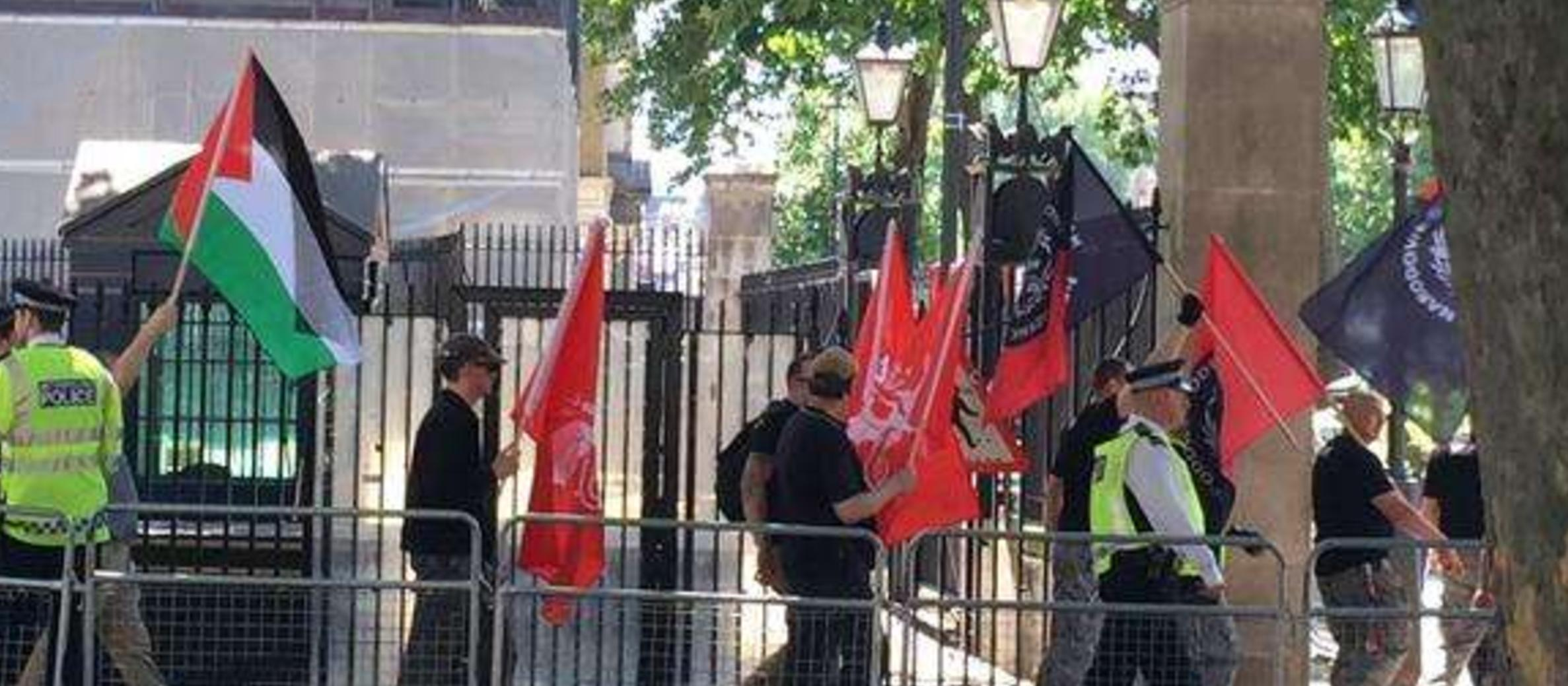 "UK: Neo-Nazis outnumbered as ""anti-Jewish"" demo falls flat"