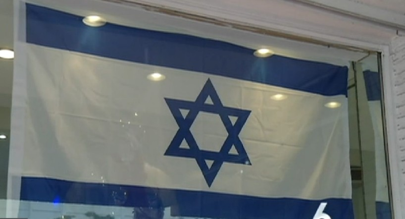 US: Muslim family hangs Israeli flag in their Miami store window
