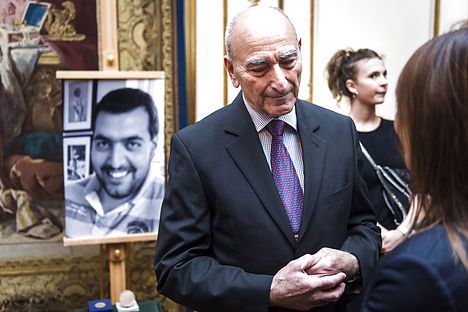 Sergeot Uzan received the award on behalf of his deceased son, whose photo can be seen in the background. Photo: Simon Skipper/Scanpix