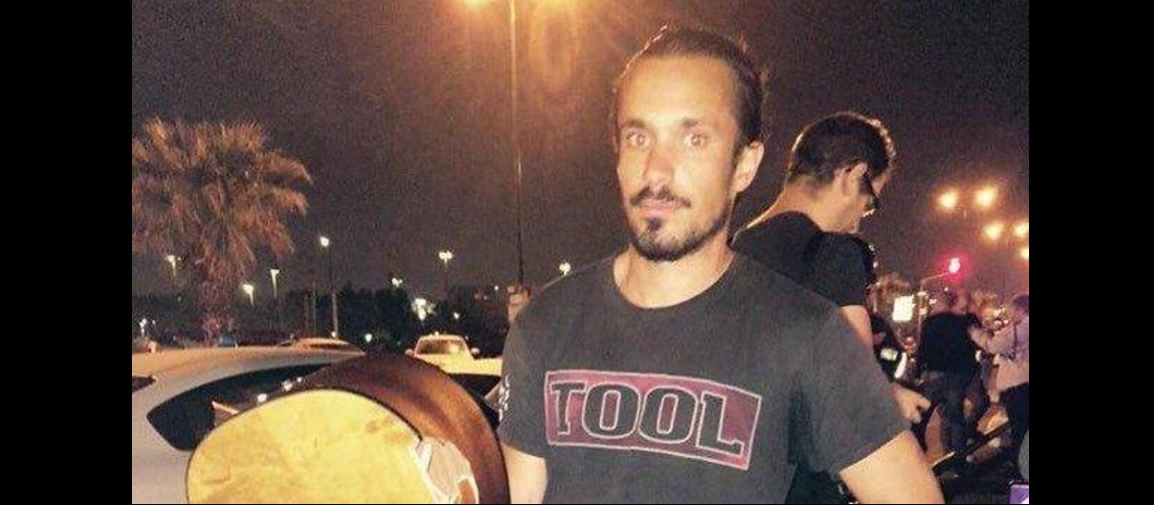 Guitar Hero:  Tel Aviv busker smashes guitar over terrorist's head