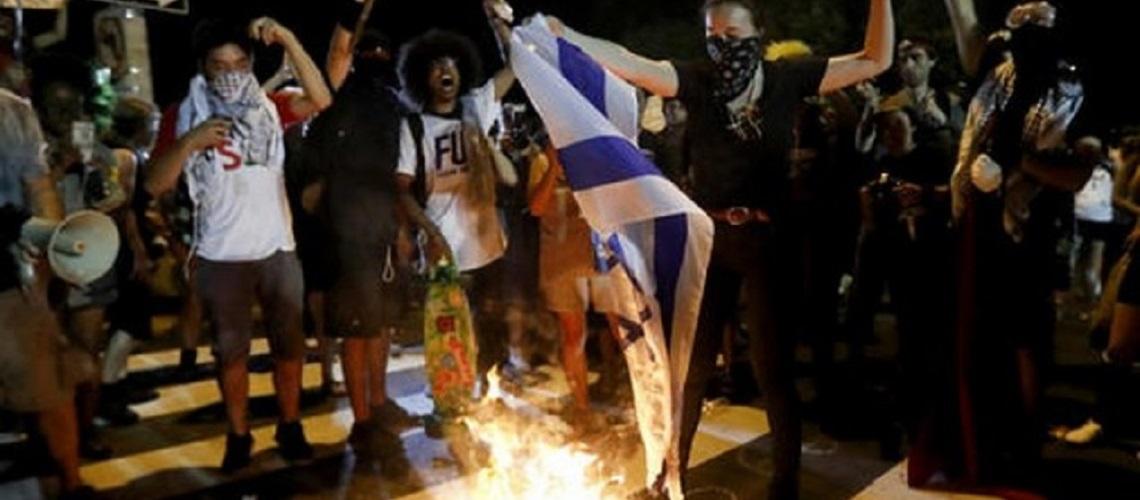 Demonstrators burn Israeli flag at Democratic Convention