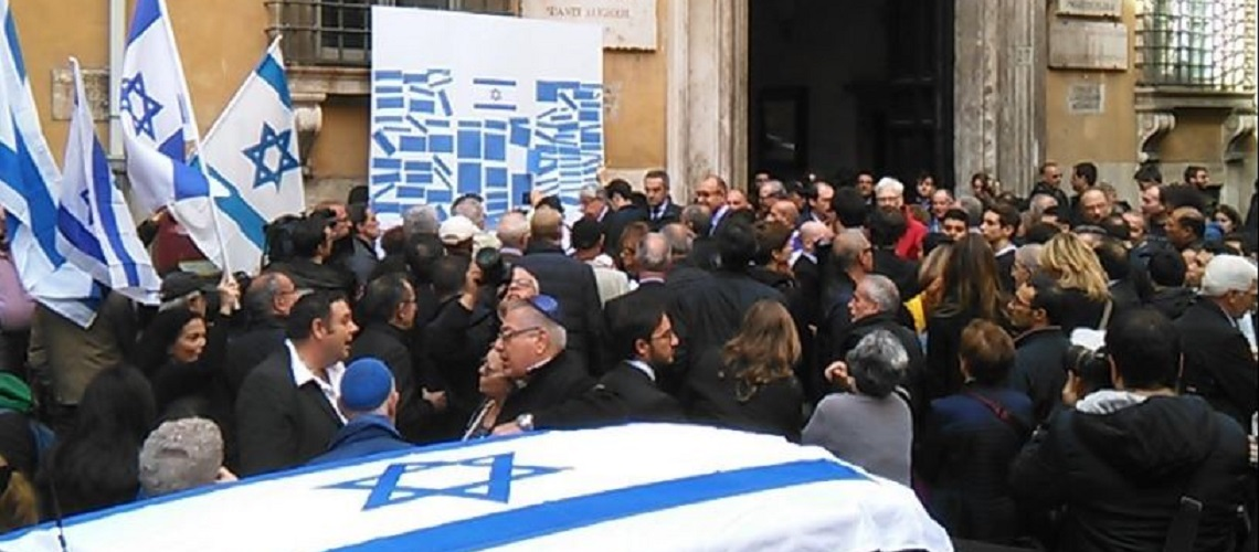 Over 300 at Italian newspaper's protest at UNESCO in Rome