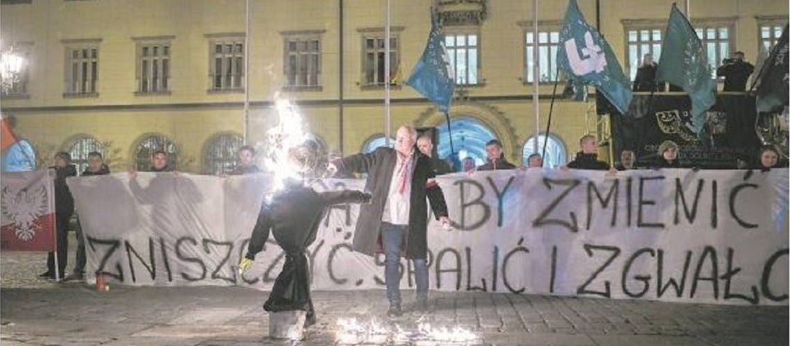 Polish court sentences anti-Semite to 10 months in prison for burning effigy of Jew