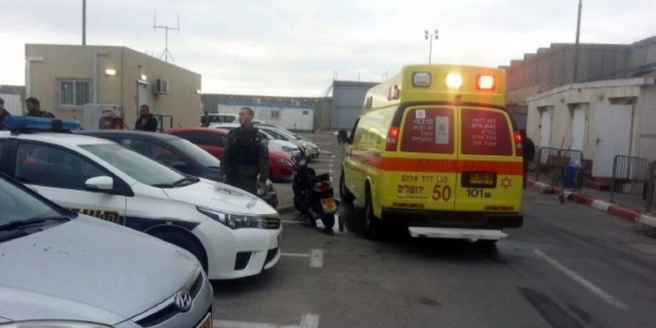 Palestinian terrorist wounds Israeli soldier in stabbing attack