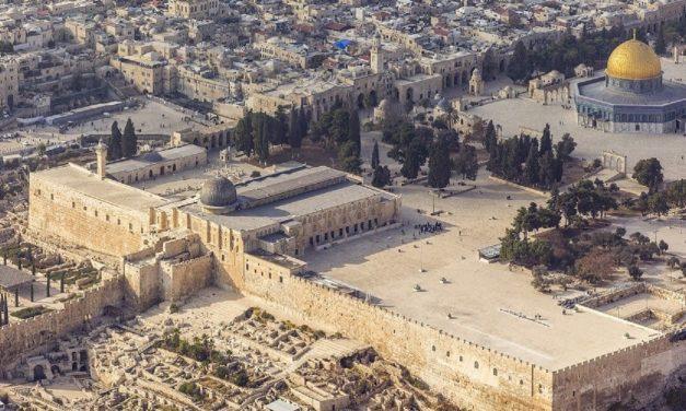 Jerusalem judge approves 'quiet prayer' of Jewish man on Temple Mount sparking backlash