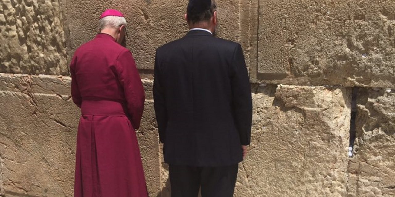 """A unique moment in history"" – Archbishop of Canterbury and Chief Rabbi pray together at Western Wall"