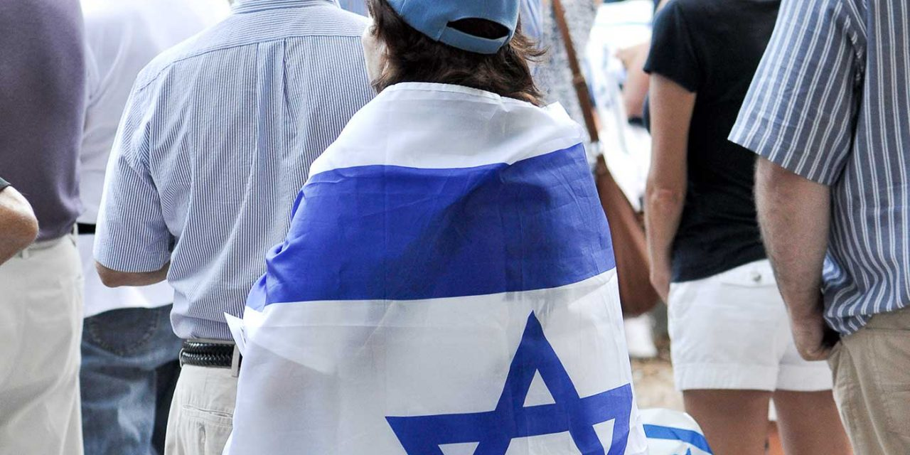 Germany: Police hunt man who tried to set pro-Israel supporter's clothing on fire