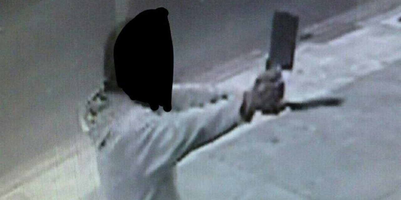 BREAKING: Man armed with meat cleaver threatens to kill Jews in London