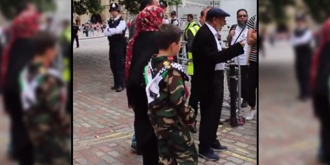 LONDON: Child dresses as Fatah terrorist at 'Palestine Expo'