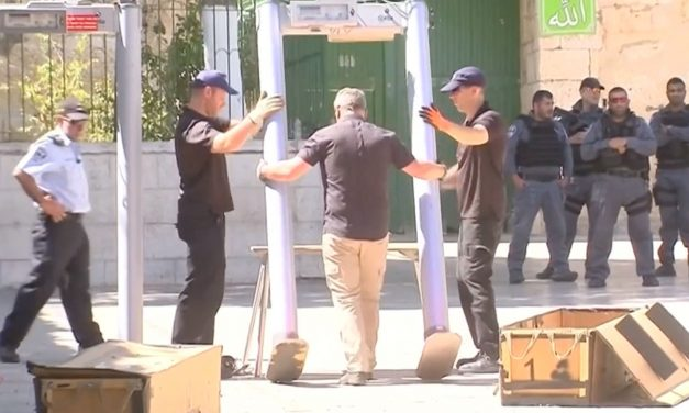 BREAKING: Israeli REMOVES metal detectors from Temple Mount entrance