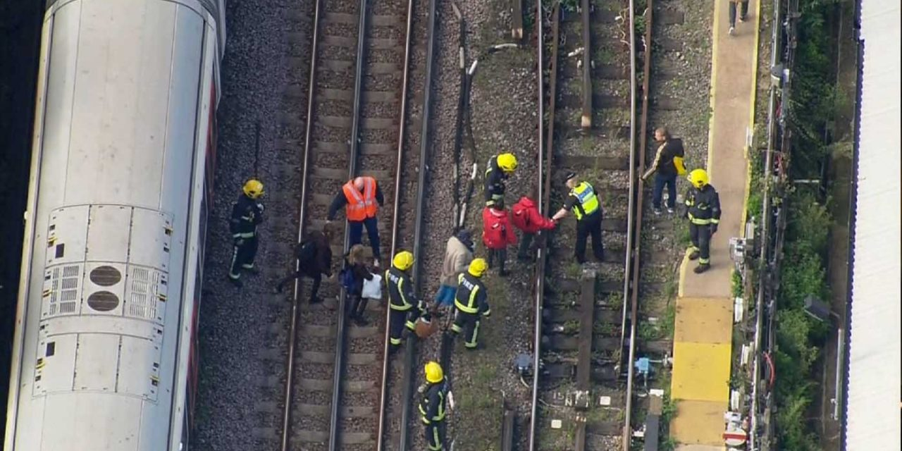Terror attack on London tube train; several injured by explosion