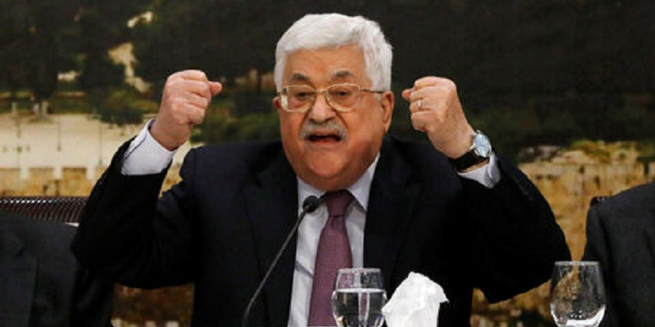 Palestinian leader Abbas fires all of his advisers