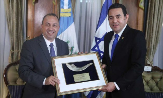 Jewish and Christian leaders honour Guatemala president for Jerusalem recognition