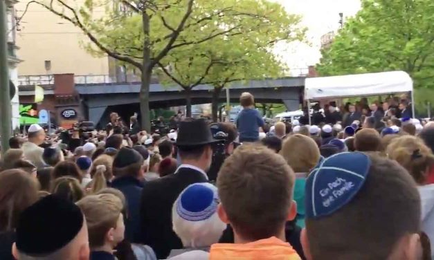 Germany: 2,000+ Jews and non-Jews hold kippah-wearing protest in defiance of anti-Semites