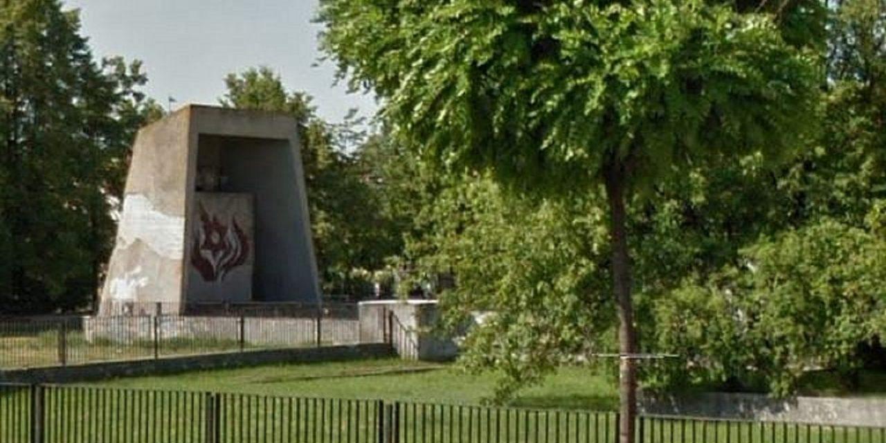 Poland: Holocaust memorial, Jewish cemetery vandalised