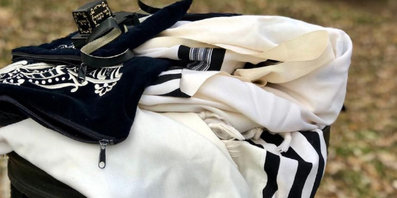 London: Antisemitic thieves throw Jewish prayer garments into pond