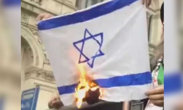 Israeli flags burned outside Downing Street