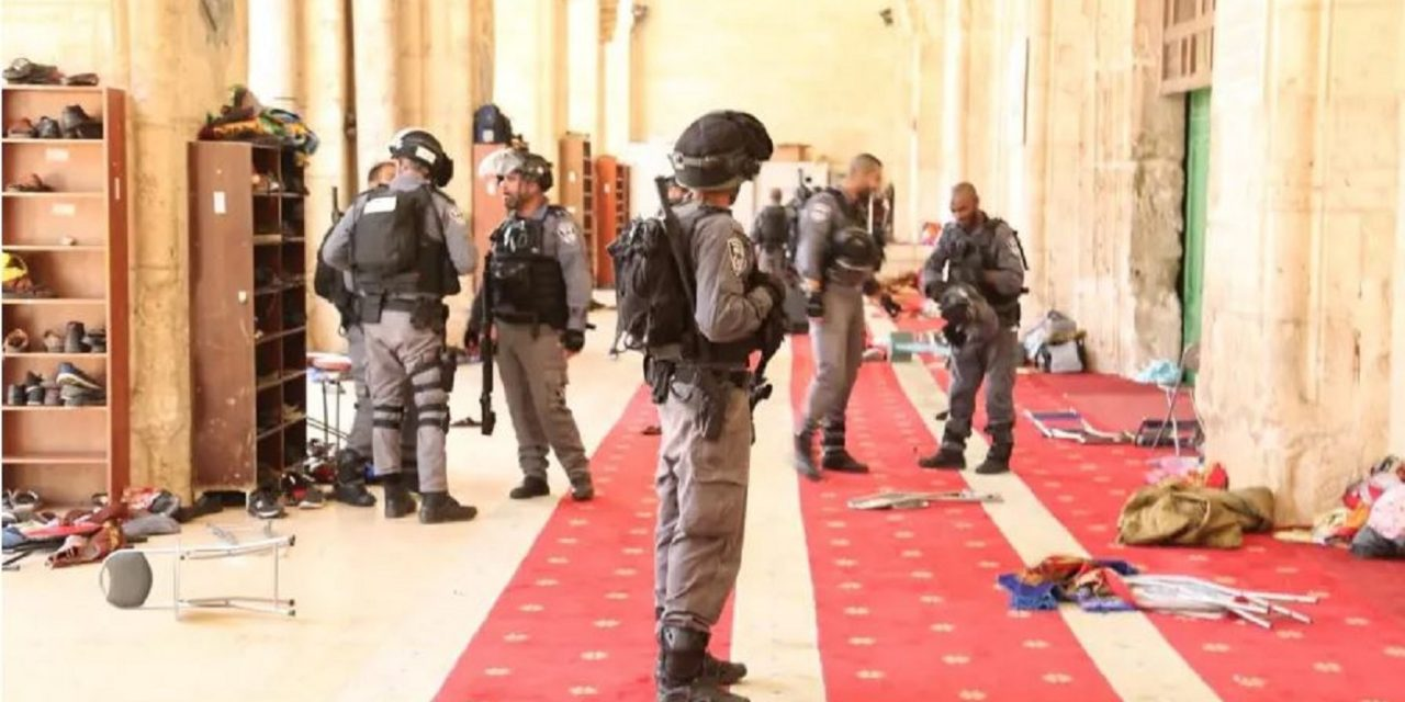 Arab Muslims riot on Temple Mount after Jews allowed to enter