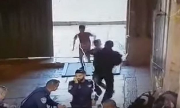 Israeli police officer stabbed outside Temple Mount