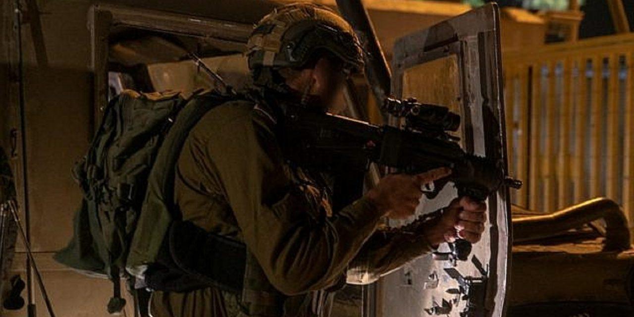 Three Israeli solders injured by Palestinian gunman who crossed border