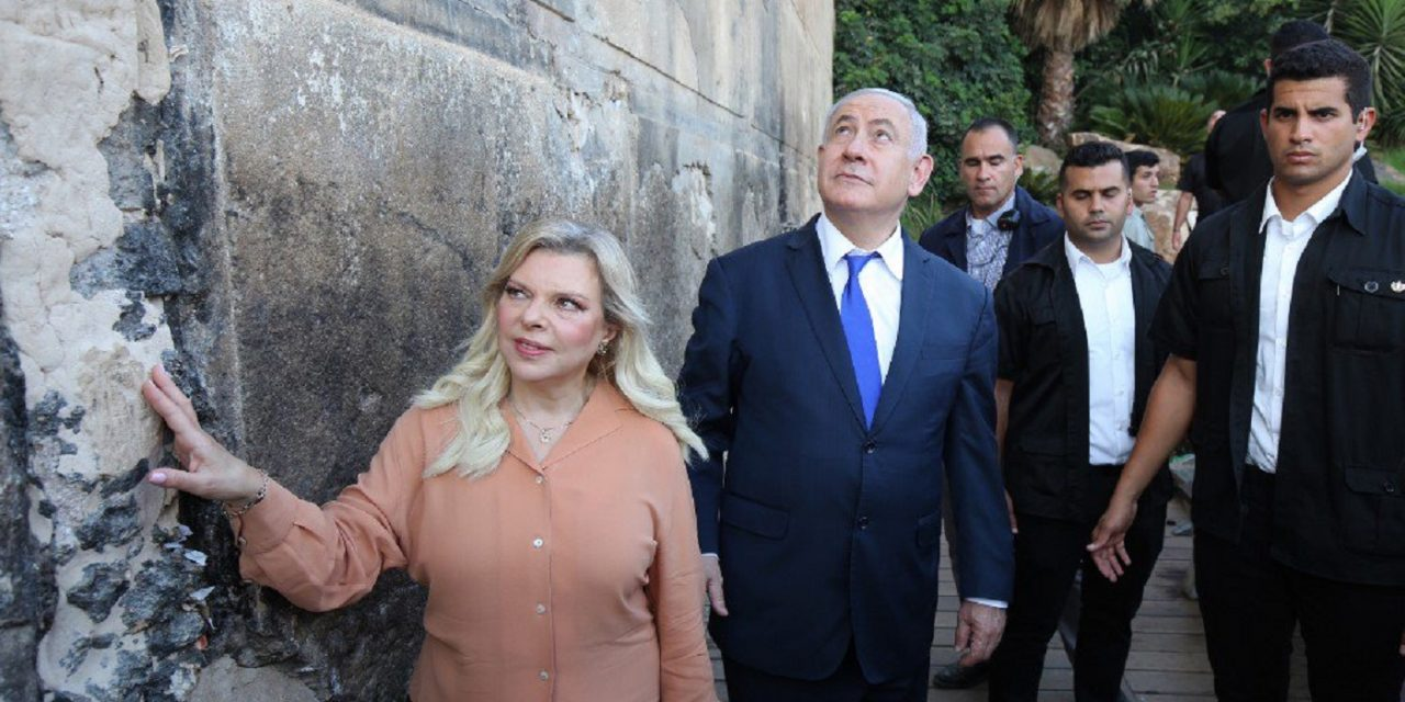 "Netanyahu is first PM to visit Hebron in 20 years: ""Jews will remain here forever"""
