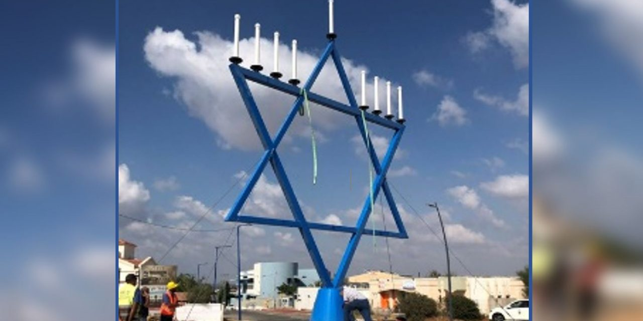 Christians in Holland donate huge menorah to rocket-hit Sderot