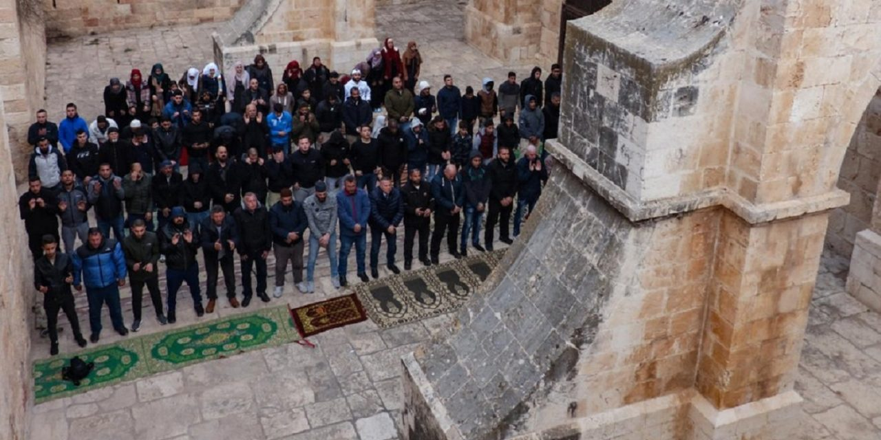 """Israeli police raid illegal """"mosque"""" at Temple Mount's """"Gate of Mercy"""""""
