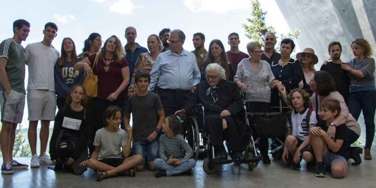 Greek woman meets descendants of Jewish siblings she saved during Holocaust