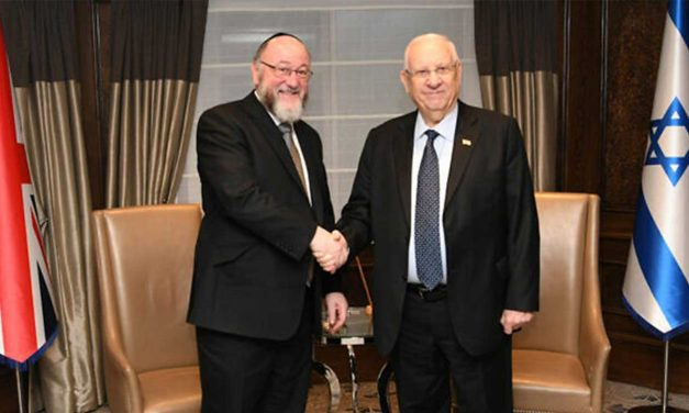 Israel's Rivlin meets UK chief rabbi, praises him for speaking out on Labour anti-Semitism