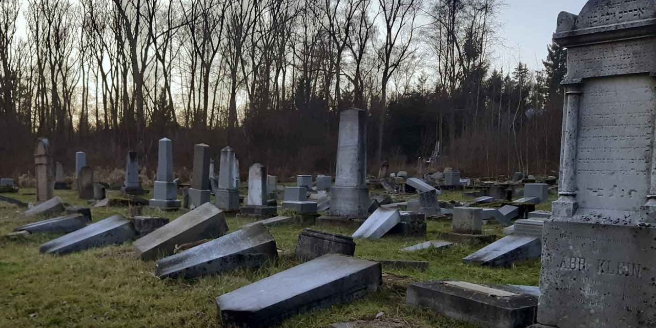 Vandalised Jewish cemetery in Slovakia sparks anti-Semitism online