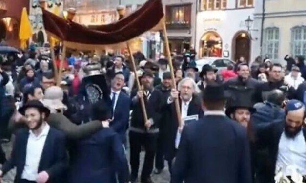 "Hundreds of Jews dance down 'Adolf Hitler Street' in Germany – ""We are alive"""