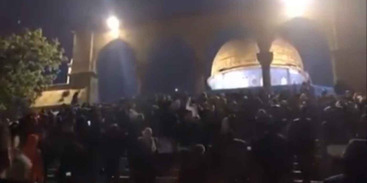 Palestinians riot on Temple Mount following Friday morning prayers