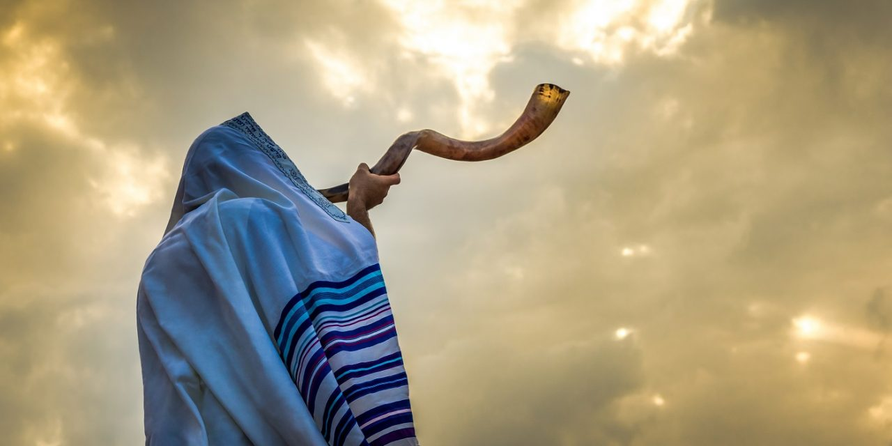 """Jewish people unite like """"never before in history"""" as half a million take part in mass online prayer against coronavirus"""