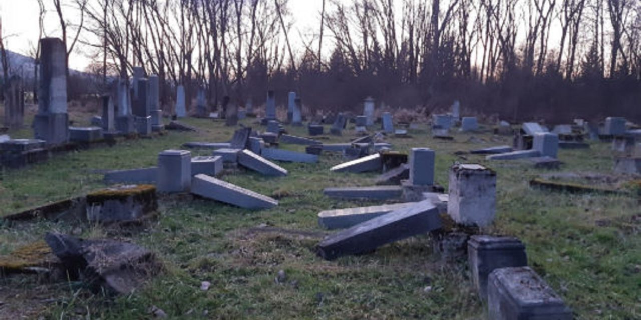 Jewish cemetery vandalised in Hungary