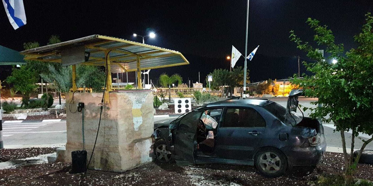 Palestinian drives car into West Bank checkpoint in suspected terror attack