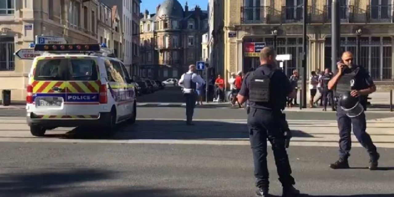France: Gunman takes six hostages making 'Palestinian' demands