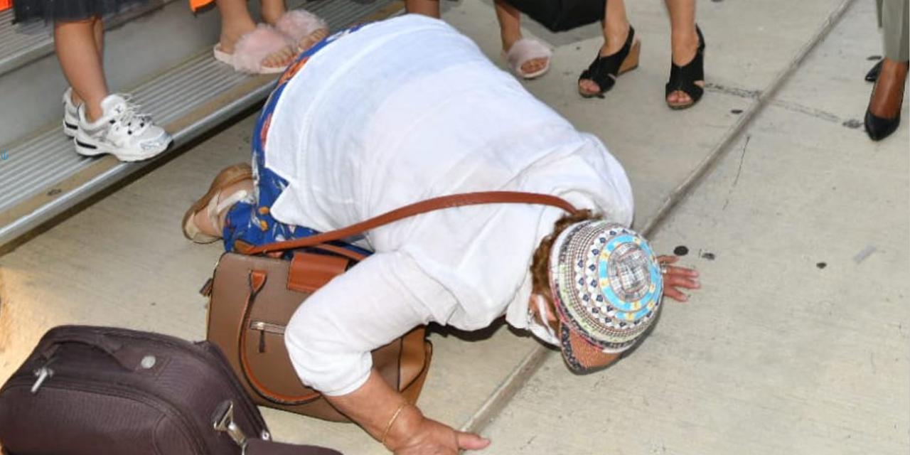 140 French Jewish immigrants arrive in Israel amid rising anti-Semitism