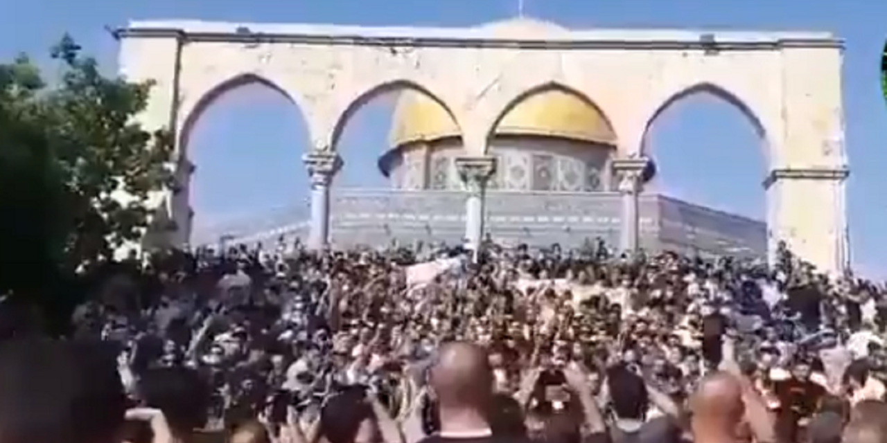 Hundreds of Palestinians protest at Temple Mount against Macron