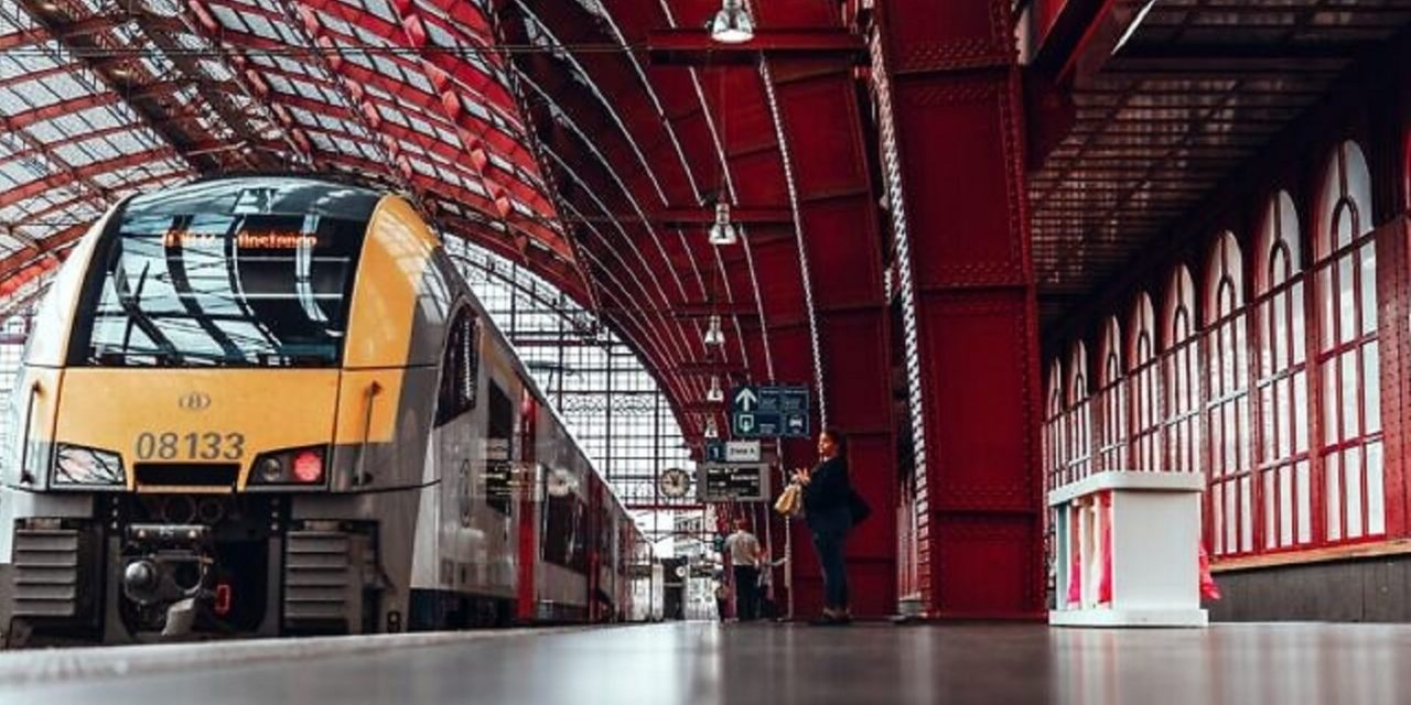 Four men threaten to blow up train unless 'cancer Jews' get off