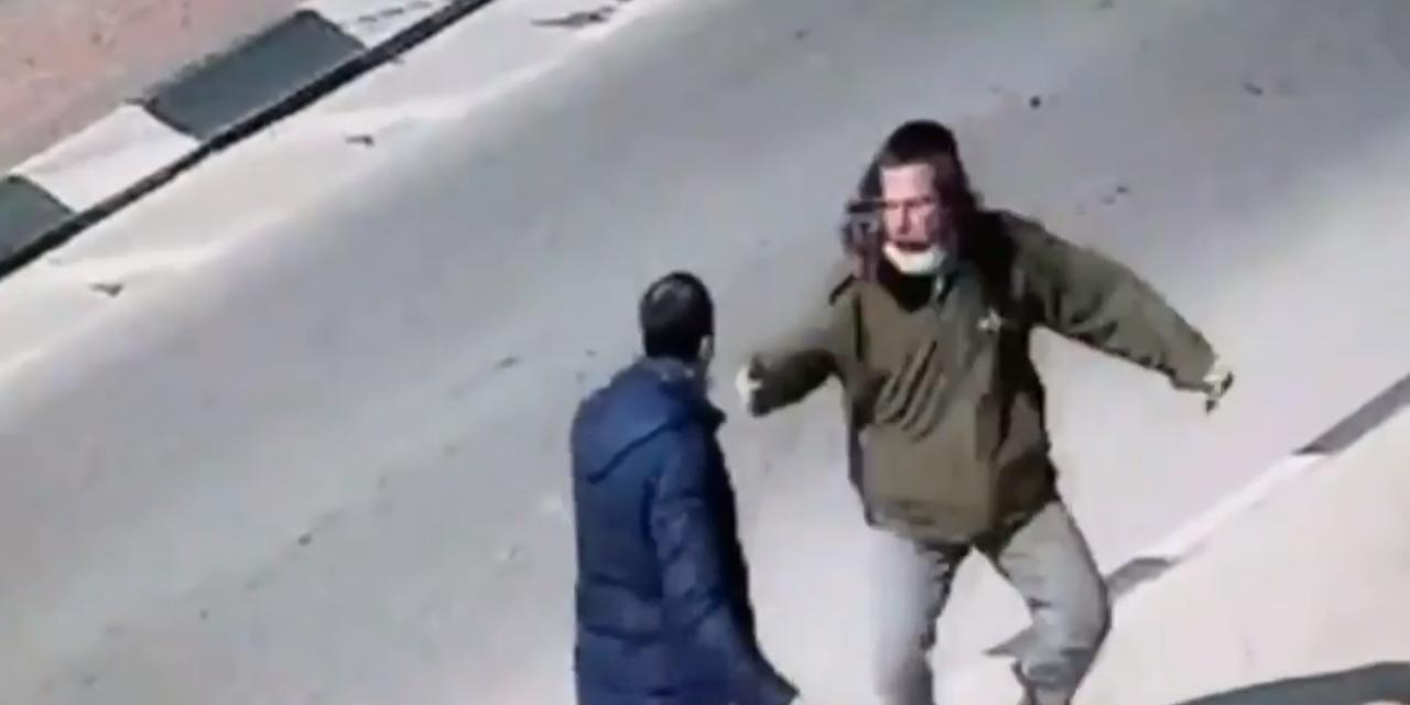 Dramatic footage shows Israeli civilian fending off Palestinian knifeman