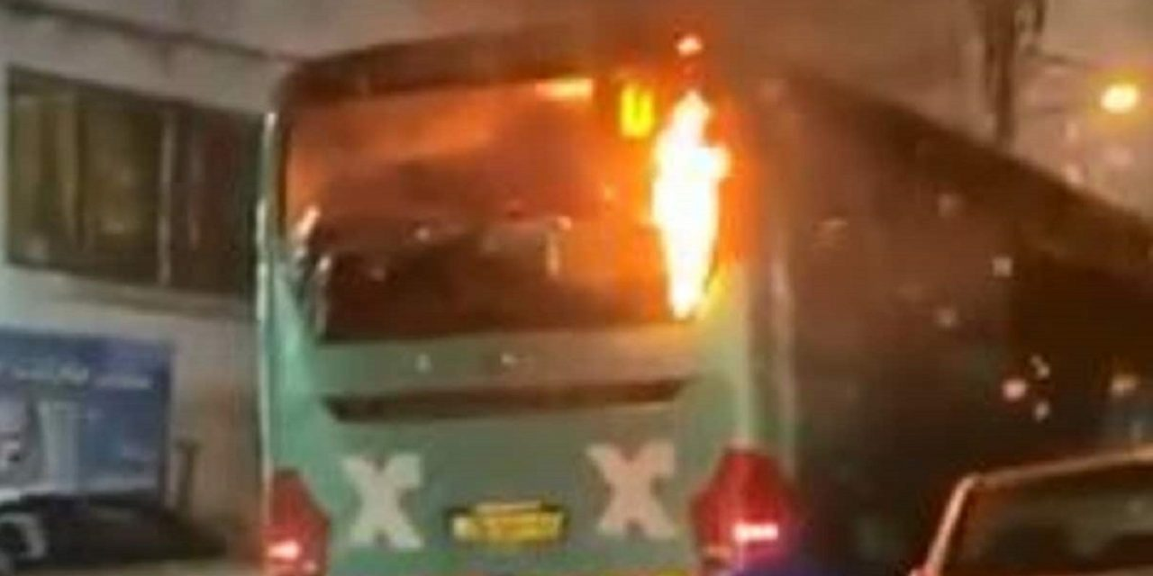 Israeli bus set on fire and pelted with rocks after mistakenly entering Arab area of Jerusalem
