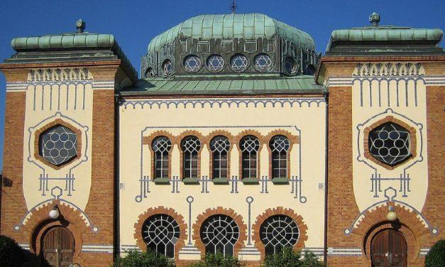 Malmo: Holocaust-denying slogan projected onto synagogue